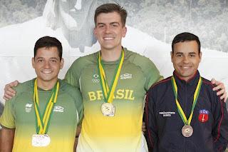 Leonardo Vagner, Cassio Rippel e Bruno Heck durante a cerimônia de premiação do Campeonato Brasileiro no CNTE (RJ) - Carabina Deitado - Tiro Esportivo - Foto: CBTE/ Ramon Corrêa