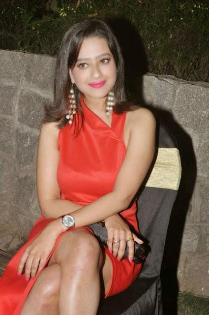 Madalasa Sarma Thighs Show Photo Ram Leela Audio