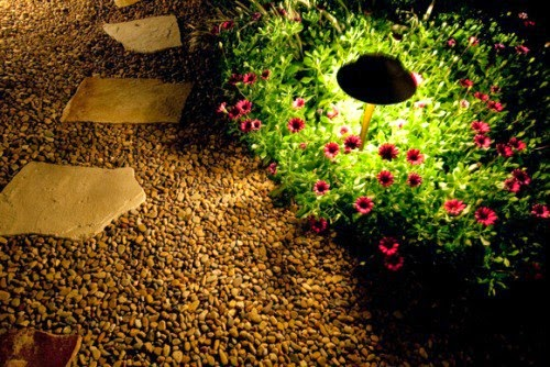 Focus the light to pots of flowers | Outdoor Furniture Manufacturers