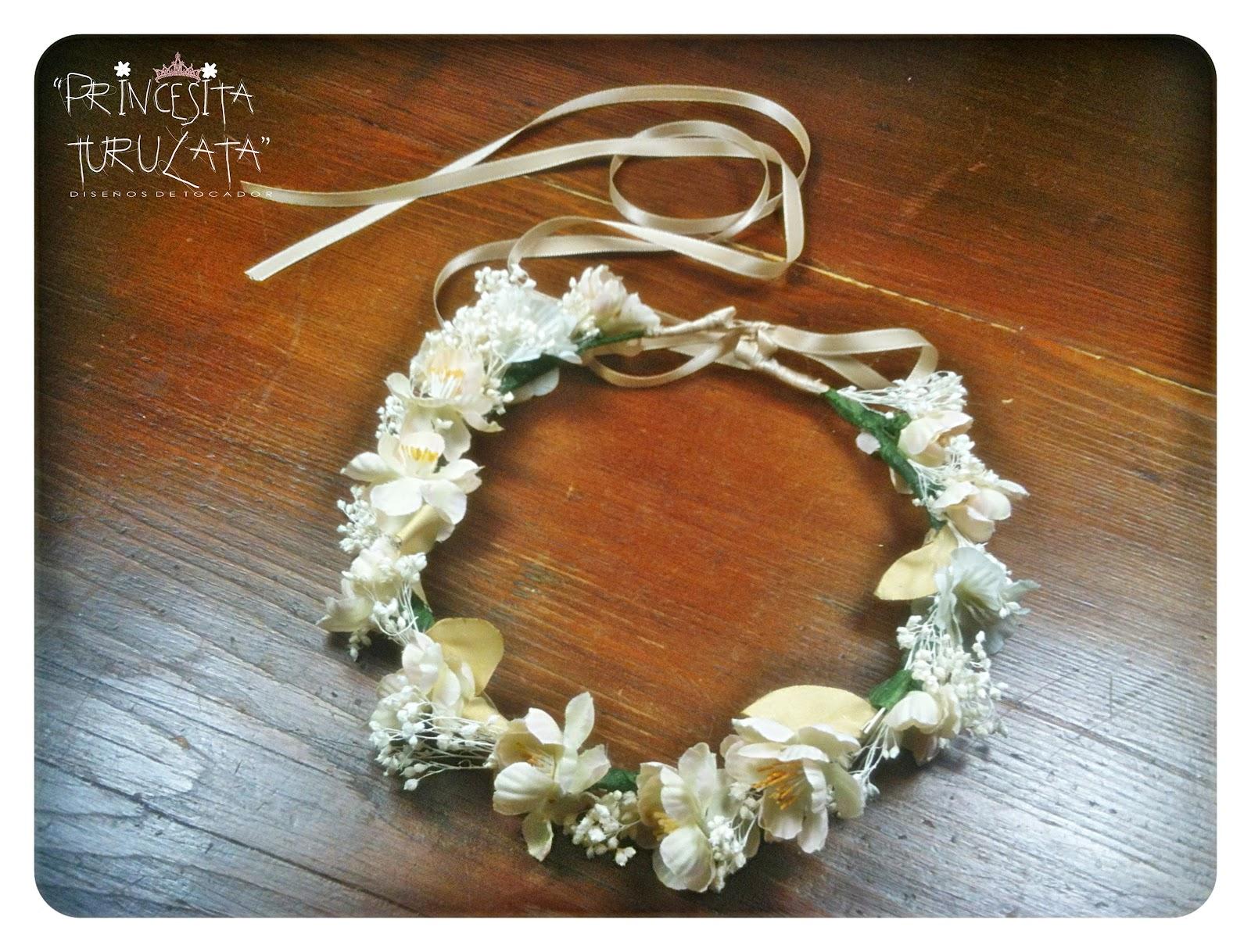 Para ello hemos creado estas delicadas tiaras de flores que lucirán las niñas,
