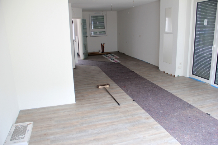 reihenhaus von werner wohnbau in offenburg boden legen an den wochenenden. Black Bedroom Furniture Sets. Home Design Ideas