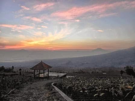 Sunrise di wisata alam posong di temanggung