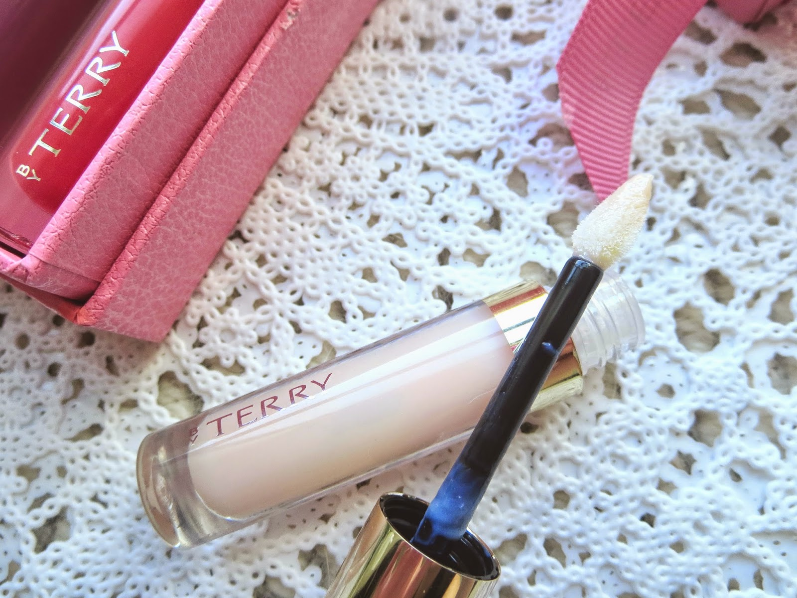 a picture of By Terry Baume De Rose brush applicator
