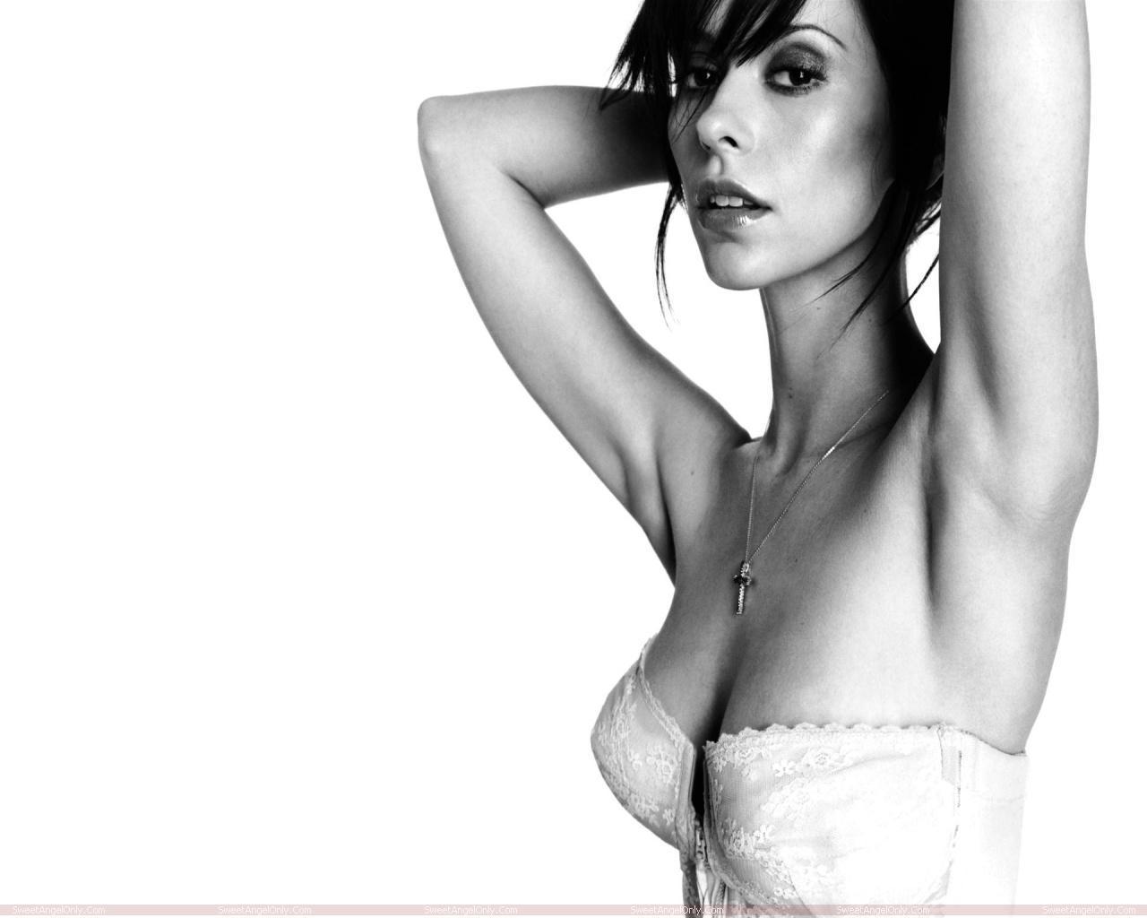 http://3.bp.blogspot.com/-CS08fkNoVRQ/TW4w_11Ti-I/AAAAAAAAE1Q/nXbMSynKieU/s1600/actress_jennifer_love_hewitt_hot_wallpapers_in_bikini_sweetangelonly_12.jpg