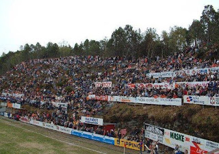 """foto-stadion-sepak-bola-unik-disunia"""