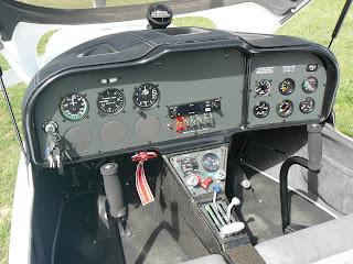 Prem amb el ratolí per engrandir la imatges del panell de l'Sting S-4.