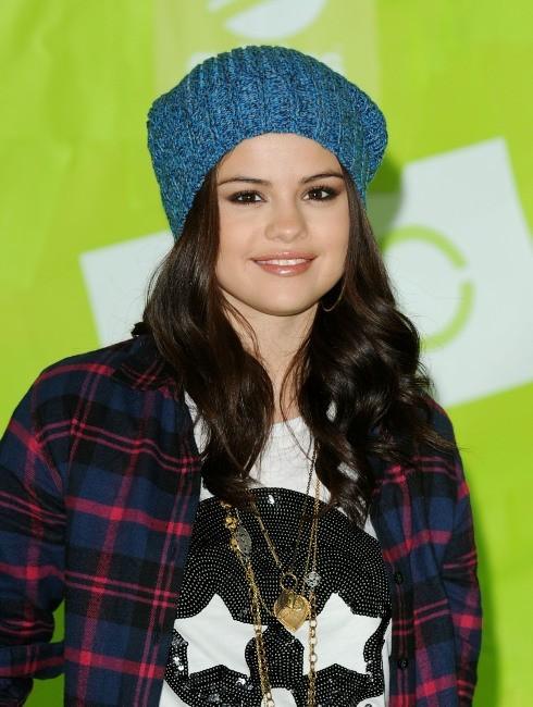 Nicole by OPI s'associe à la chanteuse populaire Selena Gomez pour 2013