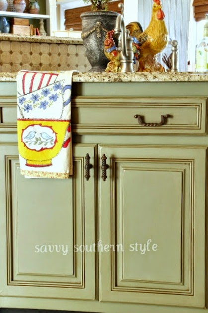 Savvy Southern Style: Kitchen Cabinets Tutorial