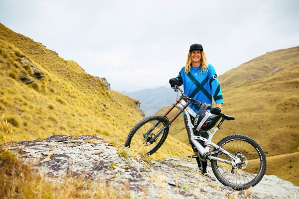 Kelly McGarry Signs with YT Industries for 2015