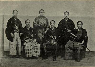 Samuráis. La foto es de un libro titulado: old and new Japon del año 1897. Lacasamundo. com