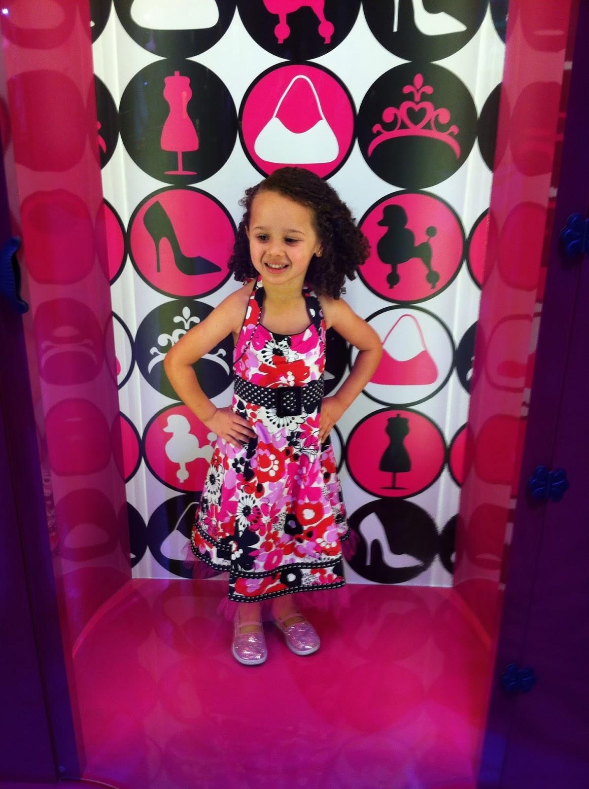 Fomos e aprovamos: A Casa da Barbie The Dreamhouse Experience ~ Big  #8A103E 1195x1600 Banheiro Da Barbie Mercadolivre