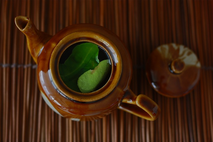 how to make tea with kaffir lime leaves