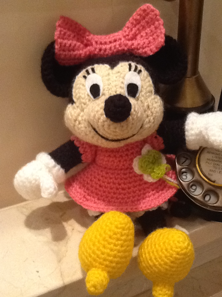 Patron Amigurumi Mini Mouse : Sweet Dollies: AMIGURUMI MINNIE MOUSE