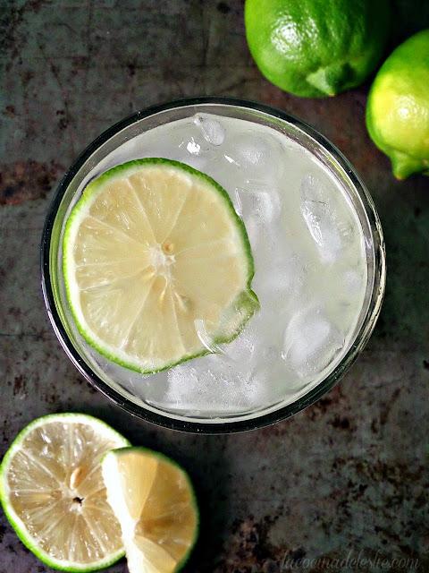 Agua de Lima (Sweet Lime Agua Fresca) - lacocinadeleslie.com