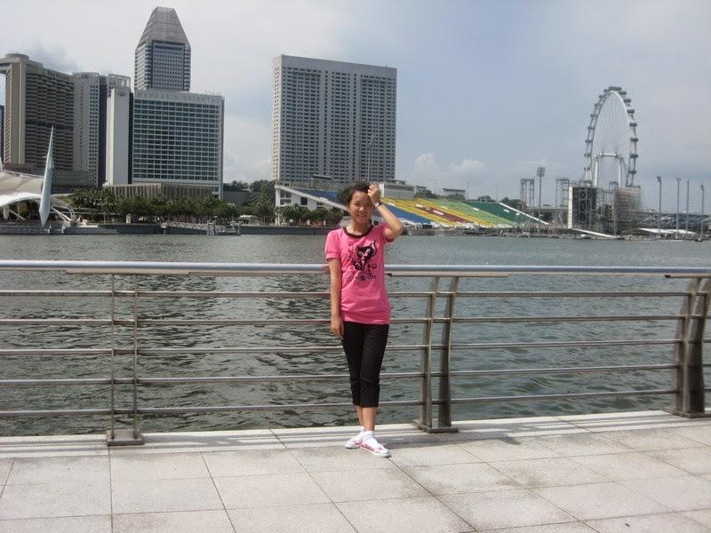 Trở lại Singapore- Huy Uyên