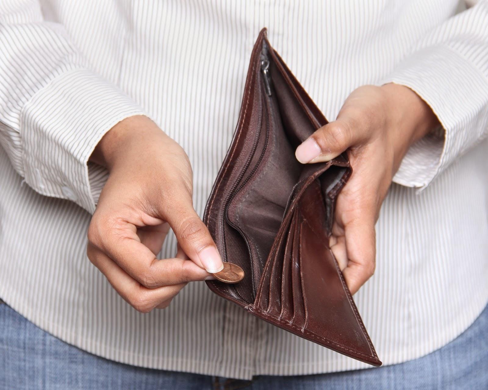 Les paiement en cash sont progressivement rendus illégaux pour vous forcer à passer par les banques.