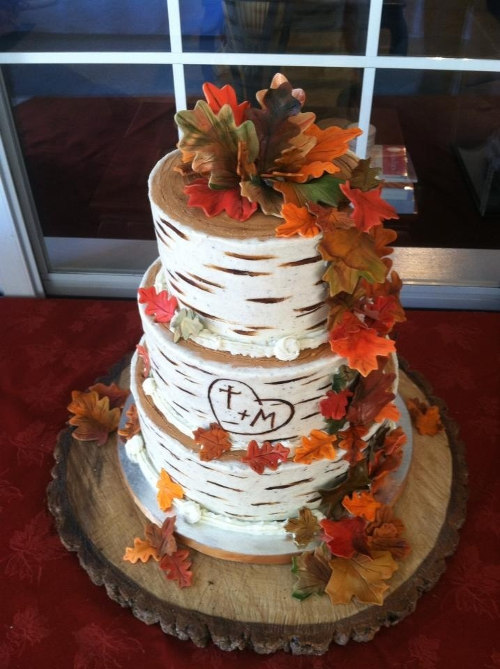 Beautiful bridal fall wedding cake ideas for Autumn cake decoration