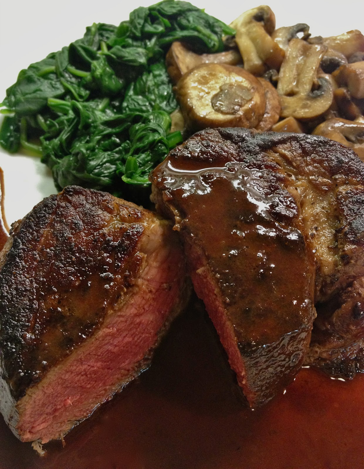 Filet Mignon with Red Wine Sauce, Photo: NK