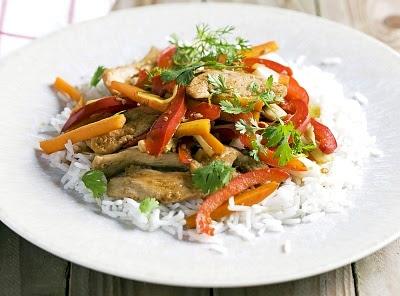 Pollo con arroz y pimientos
