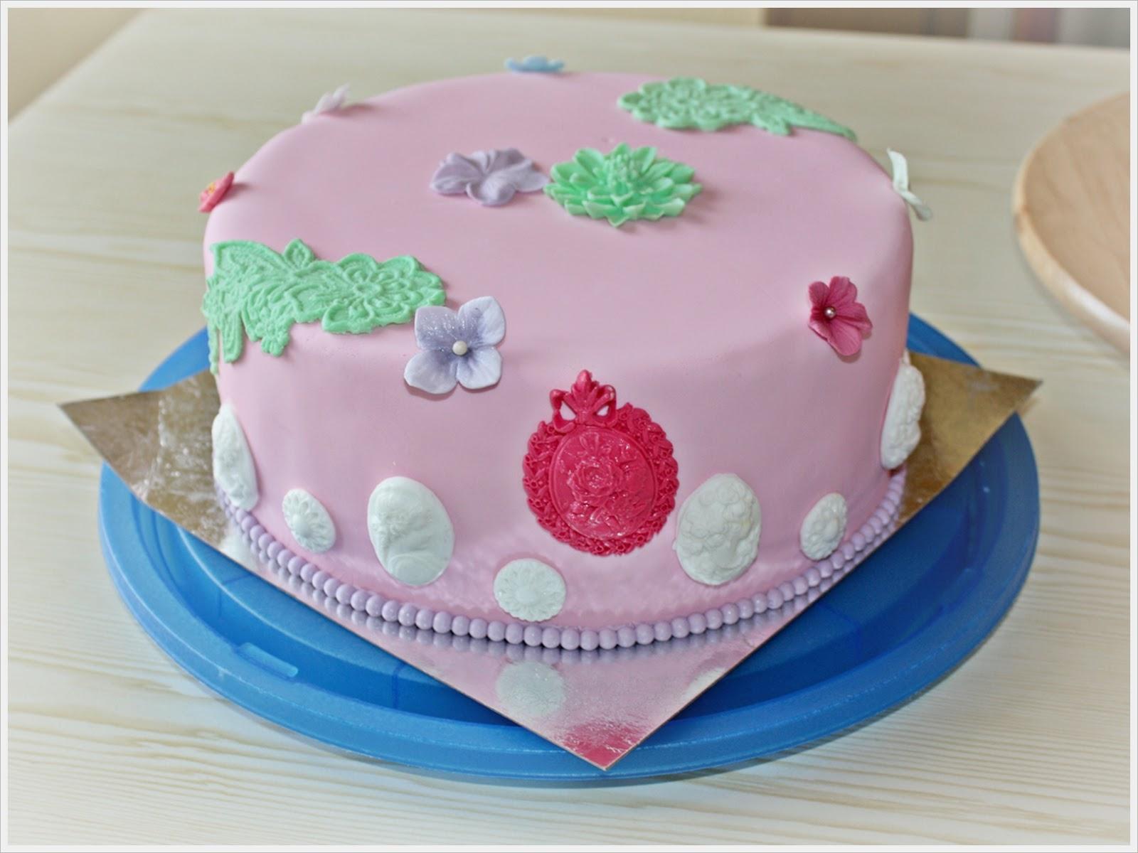 Чем украсить торт в домашних условиях мастикой