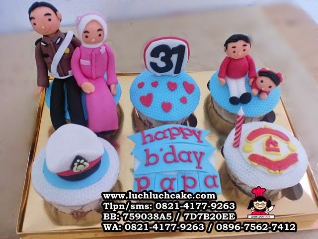 Cupcake Ulang Tahun Tema Keluarga Untuk Ayah Daerah Surabaya - Sidoarjo
