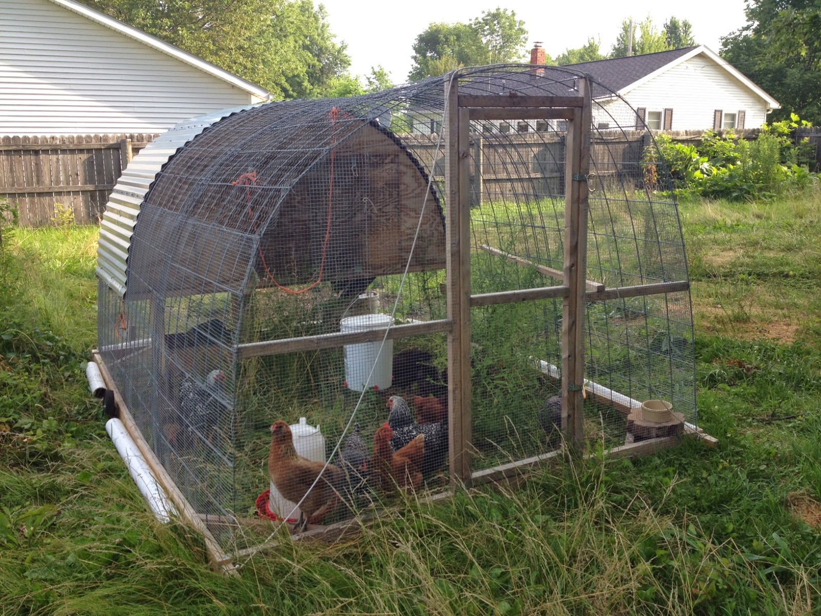 Little country house diy chicken tractor for Pvc chicken tractor plans