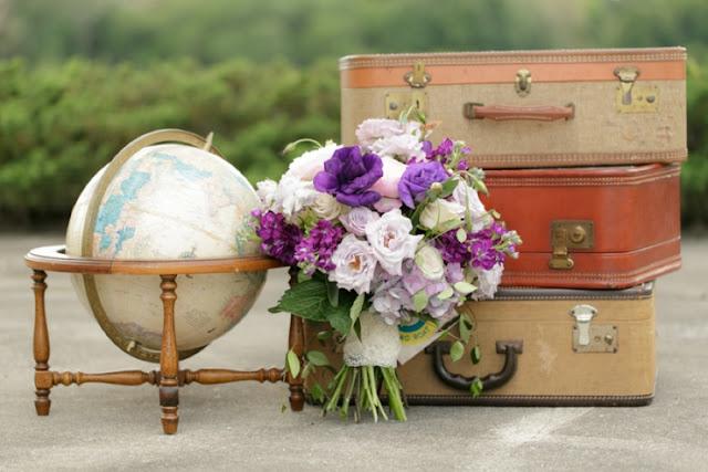 Maletas para decorar una boda inspirada en viajes