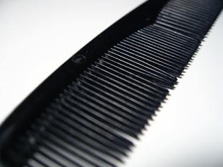 sisir yang tidak cocok membuat rambut kering