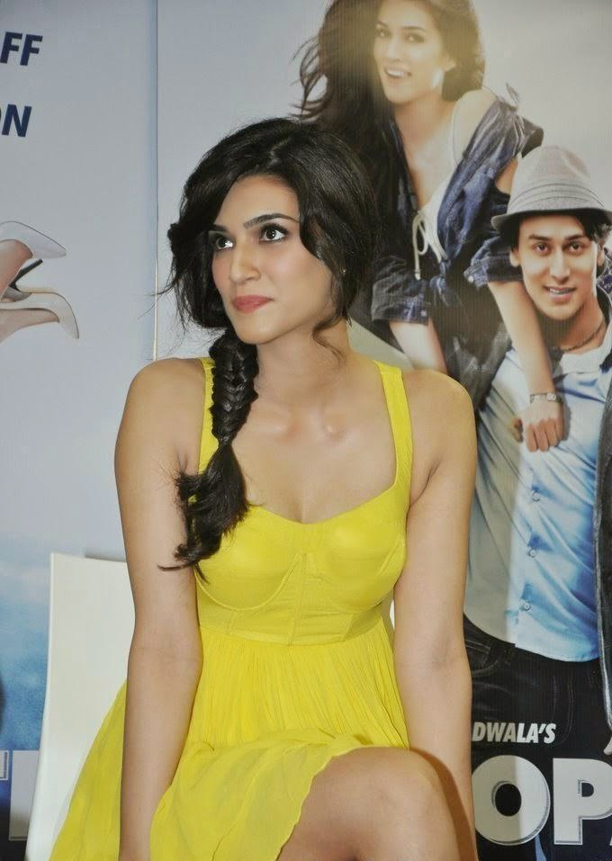 Kriti Sanon bollywood actress sexy upskirts pics in yellow mini skirt looks very sexy in tight bra panty