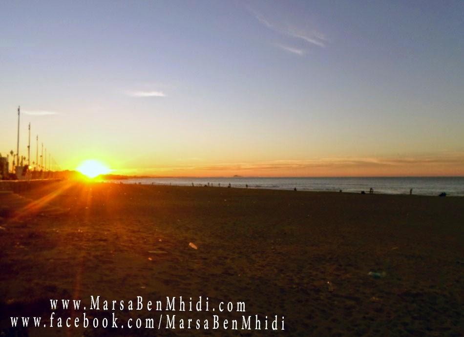 مغيب الشمس في شاطئ و ميناء مرسى بن مهيدي