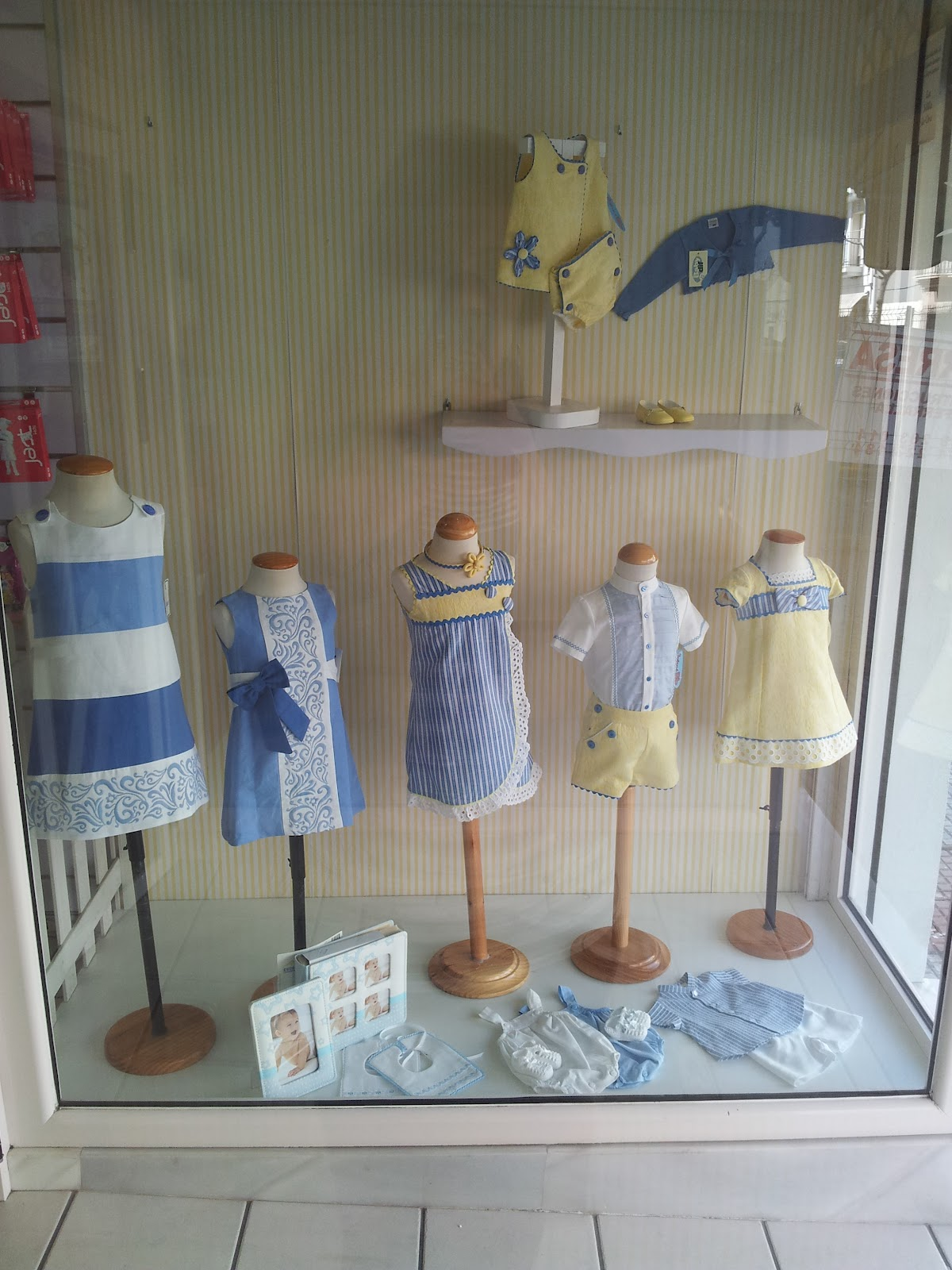Solete moda infantil y mercer a escaparate el primero del verano - Mobiliario para merceria ...