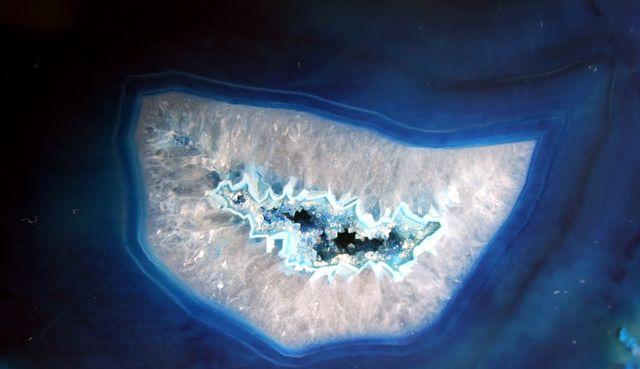 Полудрагоценны камень - Агат синий