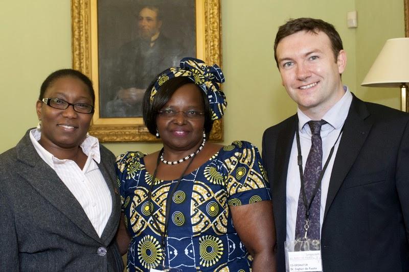 Dr. Eoghan de Faoite com representantes da África