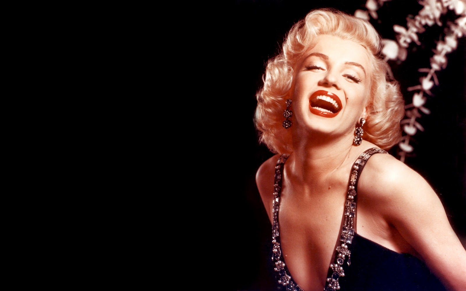 the life of marilyn monroe in hollywood In anthony summers' biography goddess: the secret life of marilyn monroe, the  author recalls the star describing her career by saying she.
