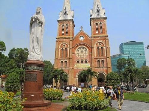Saigon Notre Dame Basilica (Nha tho Duc Ba)