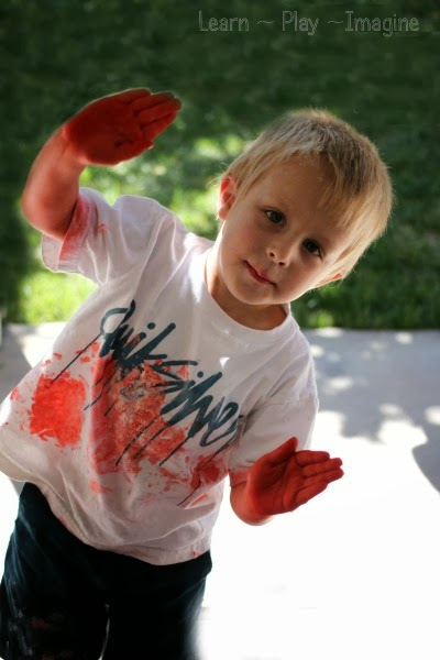 Tips and tricks for messy play from a busy mom of four young boys.  Letting kids get messy doesn't have to be chaotic!