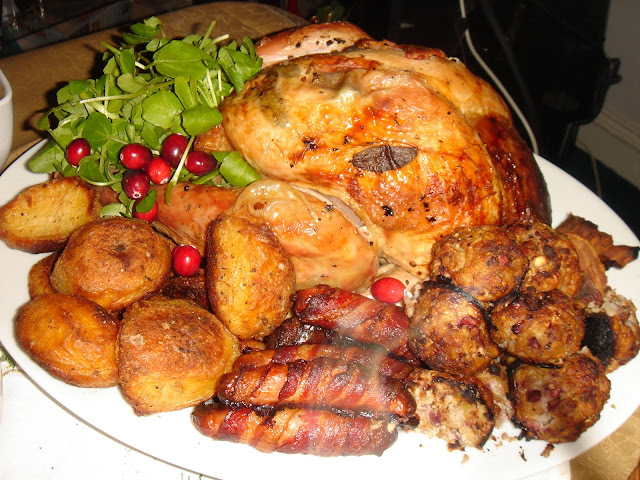 FEAST to the world: Christmas Lunch - BBQ Turkey with all ...