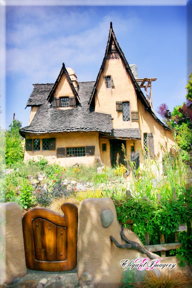 The famous witch 39 s house in beverly hills california for Famous homes in beverly hills