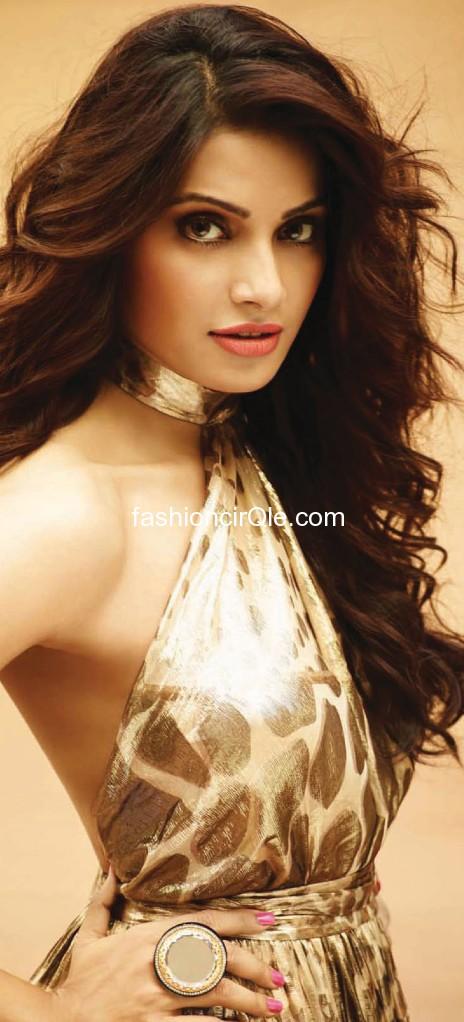 Bipasha Basu bear arms hot pic - (2) - Bipasha Basu Filmfare HOT PICS