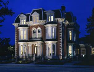 An outside view of the Delaware Mansion, a Buffalo, NY wedding venue.