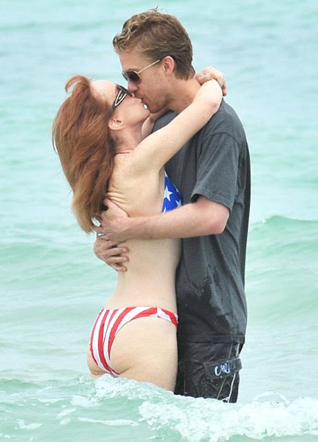 Kathy-Griffin-Kissing-New-Boyfriend-on-The-Beach