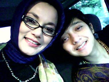 Chikita Fawzi & Marissa Haque Ibunya di Medan, Sumatra Utara.jpg