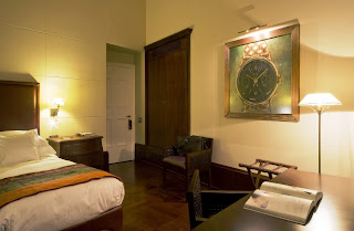 aquarium bedroom hotel, underwater bedroom hotel, L'O - Hotel L'Orologio of Italian