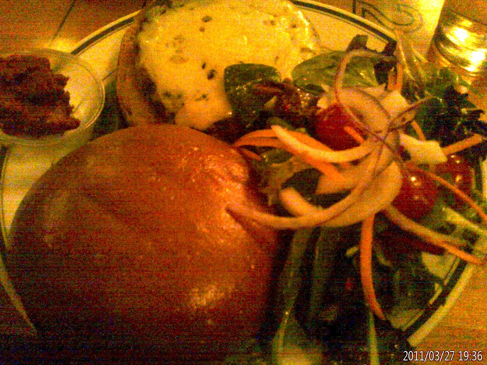 http://3.bp.blogspot.com/-CWwzSK7CLkA/Ty1V0h6WGrI/AAAAAAAAFCw/5wVHx4KYe6o/s1600/Veggie+Burger.jpg