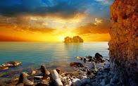 Τα τριάντα φιλιά του ήλιου