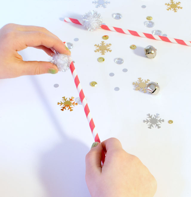 how to make a pom pom holiday straw