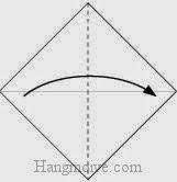 Bước 2: Gấp tờ giấy theo chiều từ trái sang phải.