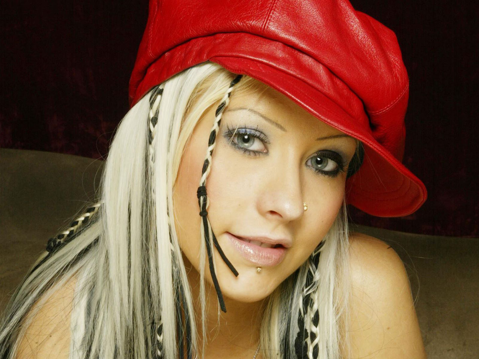 http://3.bp.blogspot.com/-CXS3K7VsN1o/TstYtD6O0XI/AAAAAAAAQ9o/btgQudW_ZZQ/s1600/The-best-top-desktop-christina-aguilera-wallpapers-2-christina-aquilera-with-red-hat-wallpaper.jpg
