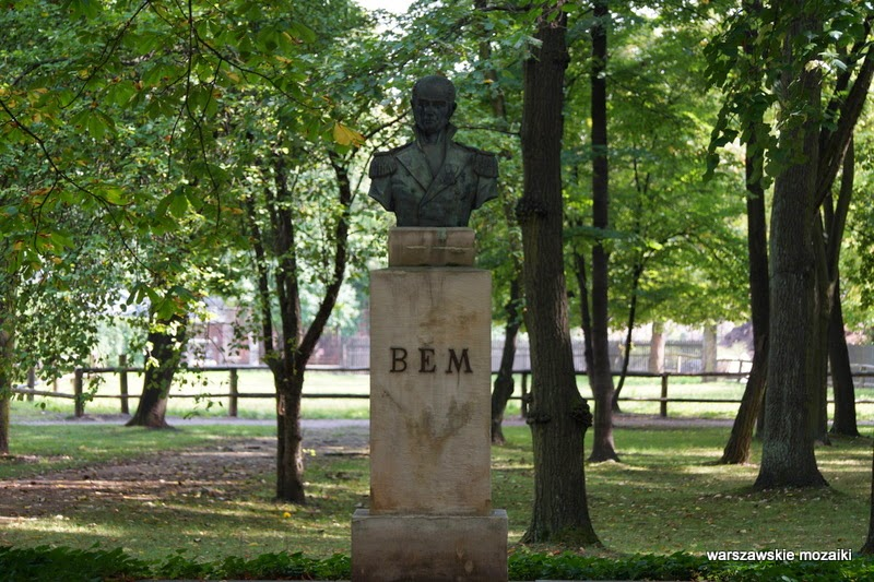 Warszawa Łazienki Królewskie rzeźba pomniki żołnierz Śródmieście Bogdan Święcicki
