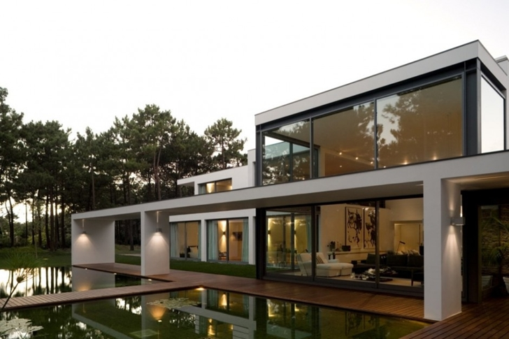 Modern Lake House In Portugal